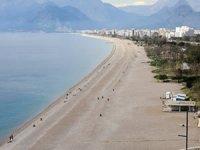 Antalyalılar evde kaldı, sahil boşaldı