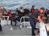 İzmir'de Yunan Sahil Güvenlik ekipleri tarafından geri itilen 79 sığınmacı kurtarıldı
