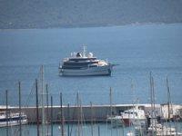 Yunanistan kabul etmedi, Bodrum açıklarına demirledi