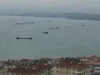 Gemiler fırtına dolayısıyla limana demirledi