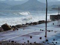 Fatsa'da dalgalar kara yoluna ulaştı