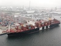 Türkiye tarihinin en büyük konteyner gemisini ağırlıyor