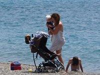 Çocuklar 4 saatlik iznin keyfini denizde çıkardı