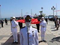 Mustafa Kemal Atatürk'ü temsil eden bayrak, karaya çıkarıldı