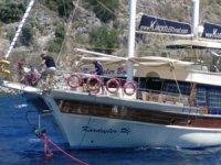 Göcek açıklarında sürüklenen tekneyi Kıyı Emniyeti kurtardı