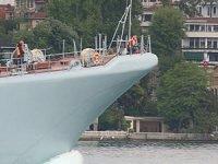 Rus savaş gemisinin Boğaz'dan geçişinde dikkat çeken ayrıntı