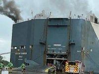 HOEGH XIAMEN isimli araç taşıyıcı gemide yangın çıktı