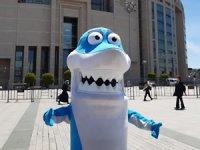 Deniz kirliliğine dikkat çekmek isteyen 'balık'tan temsili suç duyurusu