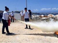 Çeşme Marina çalışanlarına yangınla mücadele edebilmek için eğitim verildi