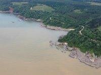 Sel suları Karadeniz'i kahverengiye bürüdü