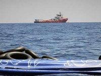 Ocean Viking güvenli liman açılmamasından denizde bekliyor
