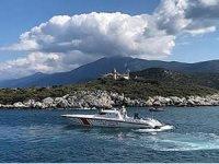Yunan botlarının adaya bıraktığı göçmenleri Sahil Güvenlik kurtardı