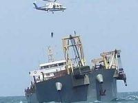 Kargo gemisi karaya oturdu, mürettebat helikopterle tahliye edildi
