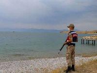 Göçmen kaçakçıları güvenlik koridorunu aşmak için Van Gölü'nü kullanıyor
