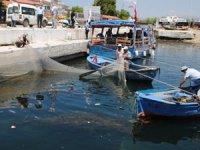 Eğirdir Gölü'nde ağlar bu defa gölü kirleten çöpler için atıldı