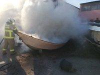 Edremit'te tekne imalathanesinde yangın çıktı