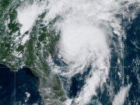 Isaias Kasırgası 135 km hızla ABD'ye ulaştı, acil durum ilan edildi!