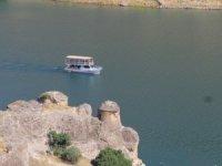 Kralkızı Baraj Gölü'nde tekne turları yeniden başladı