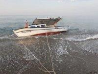 Serik'te denizde mahsur kalan balıkçıyı meslektaşları kurtardı
