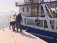 Çeşme'de gezi tekneleri Sahil Güvenlik ekiplerince denetlendi