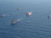 MTA Oruç Reis sismik araştırma gemisine Deniz Kuvvetleri refakat ediyor