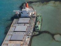 Mauritius'ta petrol felaketine neden olan geminin kaptanı tutuklandı