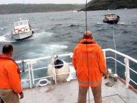 Riva açıklarında sürüklenen 2 tekne Poyrazköy Balıkçı Barınağı'na çekildi