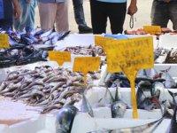 Tezgahlar şenlendi, balığa rağbet arttı