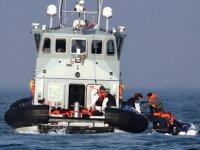 Fransız donanması göçmenleri Manş Denizi'ne itiyor