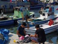 Yüzlerce balıkçı Akçakoca esnafının yüzünü güldürdü
