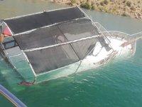 Halfeti'de tur teknesi battı: 26 kişi kurtarıldı