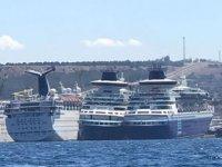 Carnaval gemileri Aliağa'da sökülmeyi bekliyor