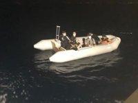 Bodrum'da ölüme terk edilen göçmenleri Sahil Güvenlik ekipleri kurtardı