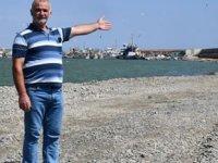Hoşköy Balıkçı Limanı'nın girişi çakıl taşları ile doldu