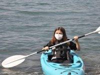 İstanbul Boğazı'nda sosyal mesafeli kano eğitimi başladı
