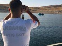 Bot timi, teknesi arızalanan ailenin yardımına yetişti