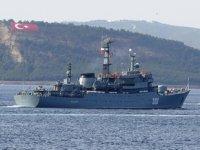 'Smolny' isimli Rus askerî eğitim gemisi, Çanakkale Boğazı'ndan geçti