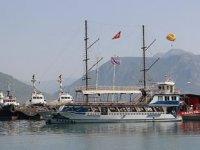 Günübirlik tur teknesi sahipleri, kayıt dışı tur yapan teknelere tepki gösterdi
