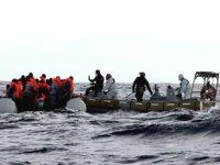 Tunus'ta göçmenleri taşıyan tekne battı: 11 ölü