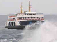 Gökçeada ve Bozcaada'ya bazı feribot seferleri fırtına nedeniyle iptal edildi