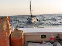 Adana'da sürüklenen teknedeki 3 kişi kurtarıldı