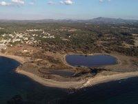 Çanakkale'de deniz göle dönüşünce granit sütunlar ortaya çıktı
