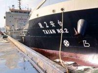 Tayvan'da iskeleye çarpan 'TAIAN NO.2' isimli gemiden denize yakıt sızdı
