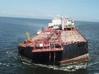 'Nabarima' isimli petrol tankeri yan yatmaya başladı