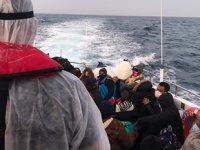 Ölüme terk edilen göçmenleri Sahil Güvenlik ekipleri kurtardı