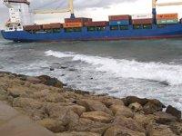 MSF Lady Haloum isimli Yunan konteyner gemisi, Trablus'ta karaya oturdu