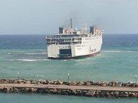 PREVELIS isimli feribot, Karpathos Adası'nda karaya oturdu