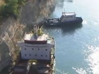 Nemesis isimli gemi, Korint Kanalı'nda karaya oturdu