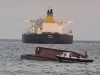Yunan tankeriyle çatışıp alabora olan balıkçı teknesi limana getirildi