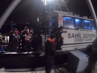 İzmir'de 34 göçmen kurtarıldı